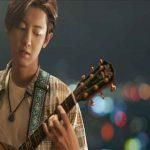 Park Chanyeol เป็นนักร้องมี gift ที่กลัวร้องเพลงในที่สาธารณะ ในตัวอย่าง The Box